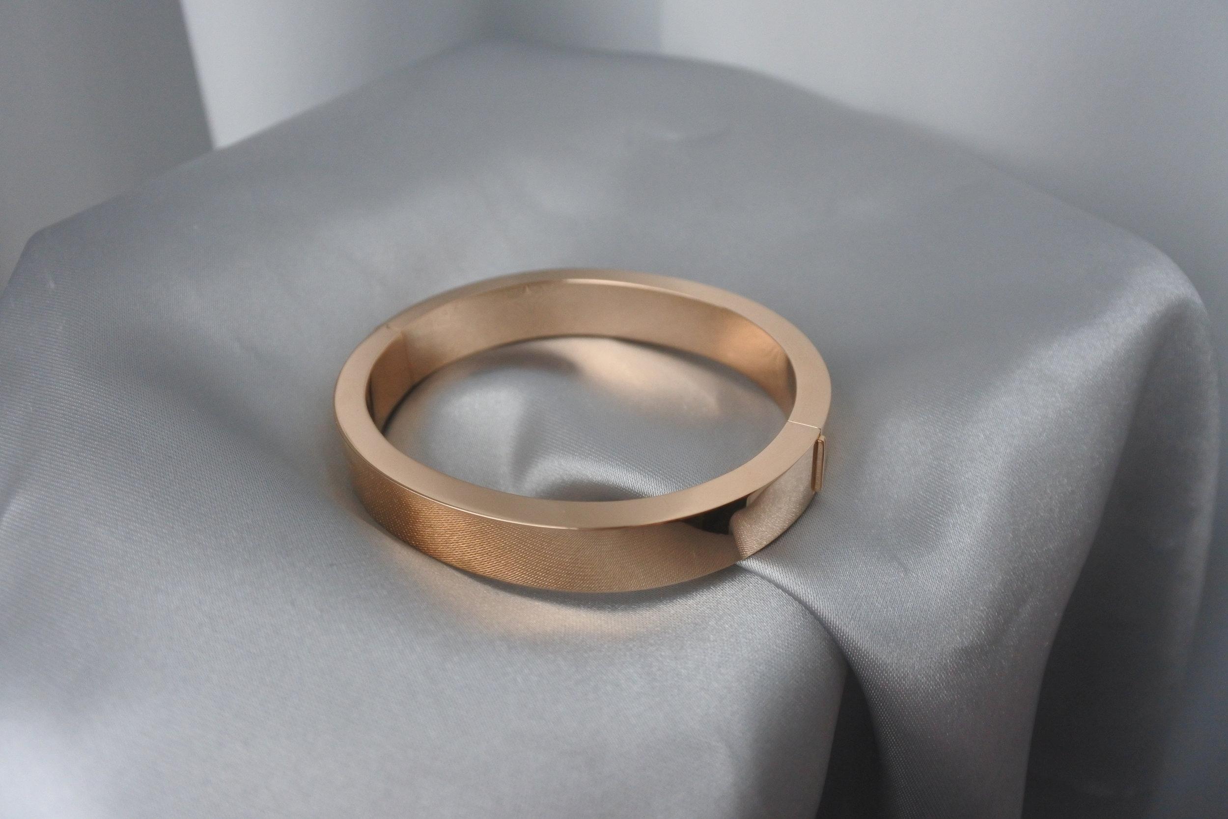 Armbandet.