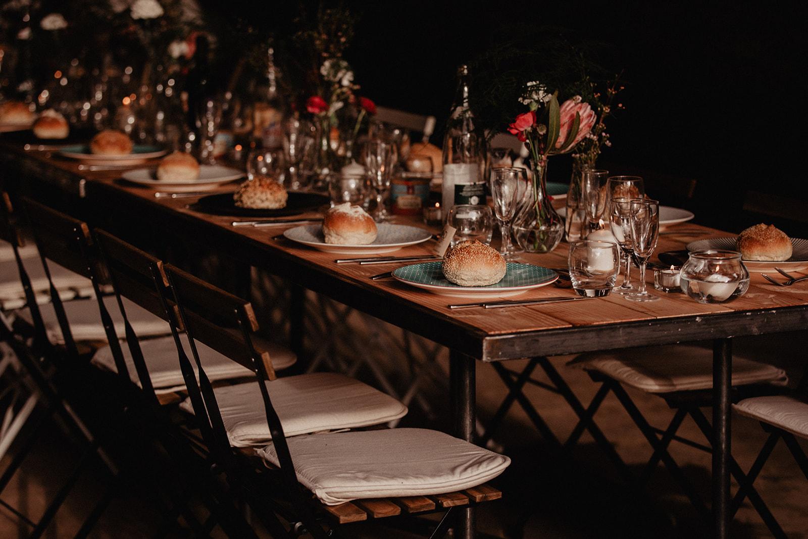 bröllopsmiddagen dukning bordsplacering