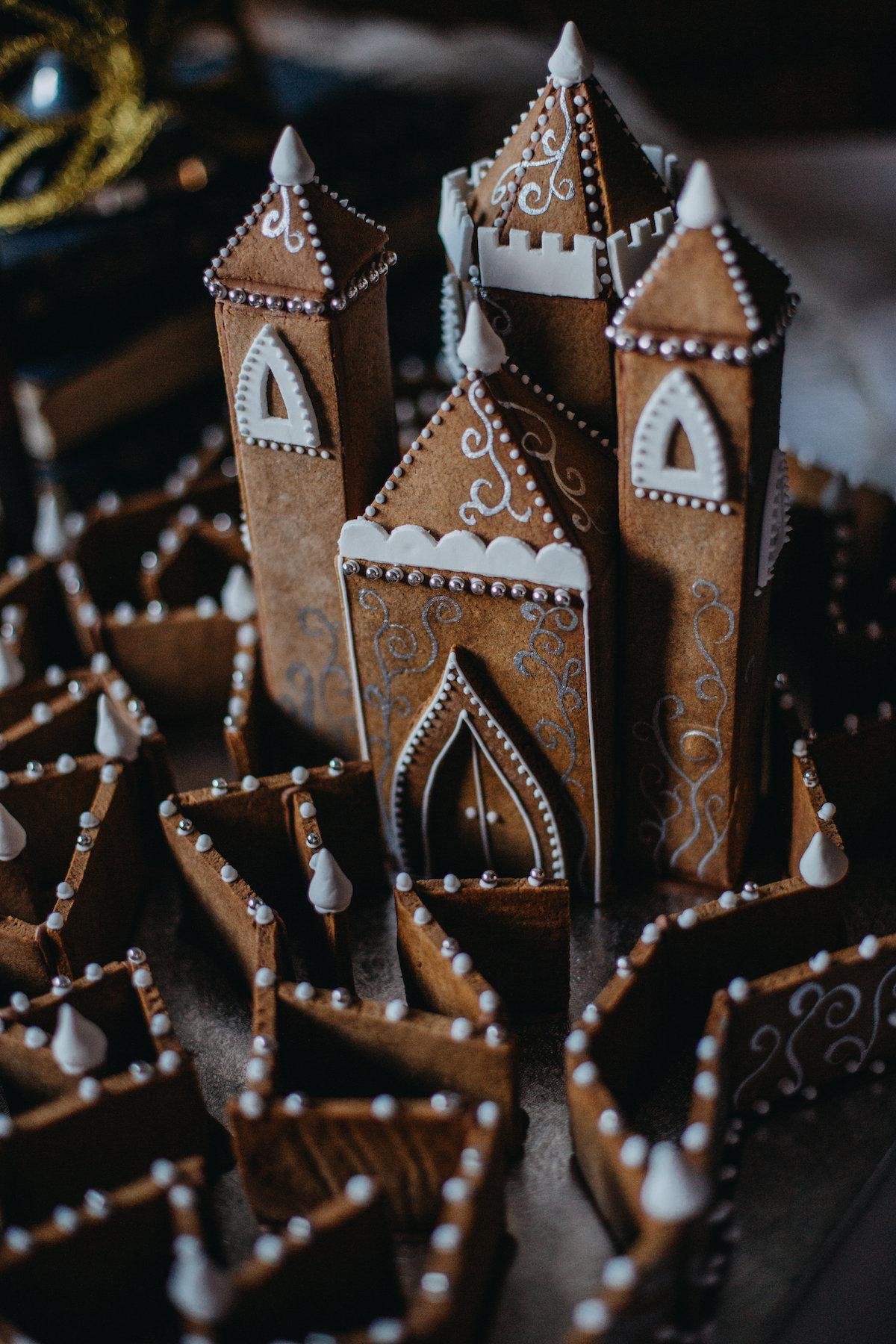 Unique Gingerbread Building Ideas8.jpg