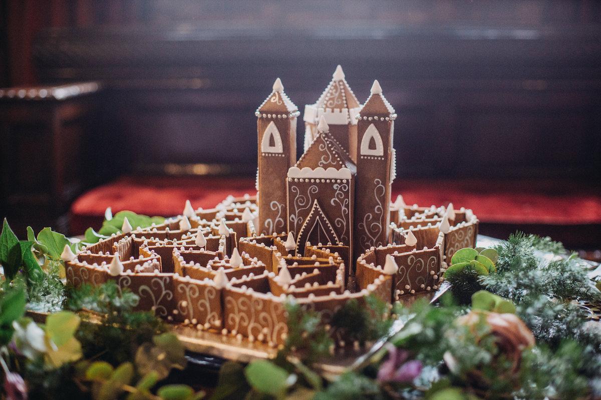 Unique Gingerbread Building Ideas7.jpg