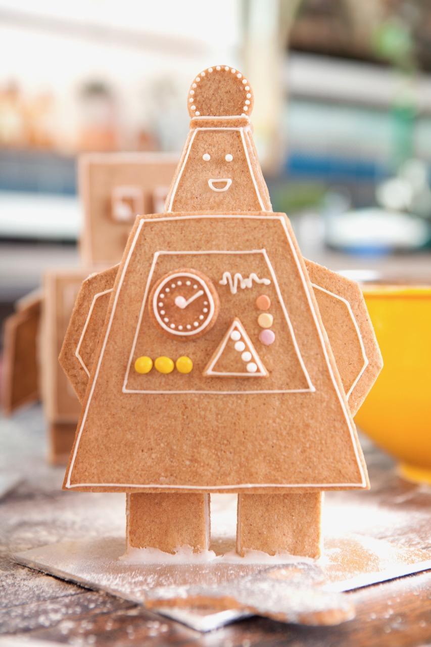 GINGERBREAD ROBOTS FOR HOOLIGANS MAGAZINE  A series of gingerbread robots created for an editorial shoot for children's magazine,  Hooligans . (photo credit:  Hannah Coates )