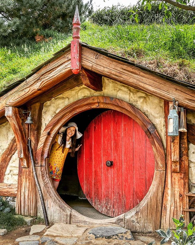 I was incredibly excited about visiting Hobbiton during a recent New Zealand trip, and it proved to be just as delightful as I hoped it would be! 😍 Hobbiton is insanely enchanting, with those iconic brightly-colored round doors and green grassy roofs that define the rustic little houses carved into the hillsides. ⠀ ⠀ Part of the fun of visiting Hobbiton is that when you look closely, there are multitudes of delightful details to discover: paint-stained pots and paintbrushes, miniature axes embedded in piles of chopped wood, tiny outfits swaying in the wind on rustic clotheslines, and even a smattering of chimneys emiting puffs of smoke. I loved the charm of the hanging lanterns that dotted the paths, like the one shown above! All of these details and more transport you directly into Tolkein's Shire, making it feel nearly as real as your own neighborhood back home. ⠀ ⠀ You can read more about my Hobbiton trip (and see lots more photos) on my blog - link in bio!⠀ 🍄🌻⠀ ⠀ ⠀ ⠀