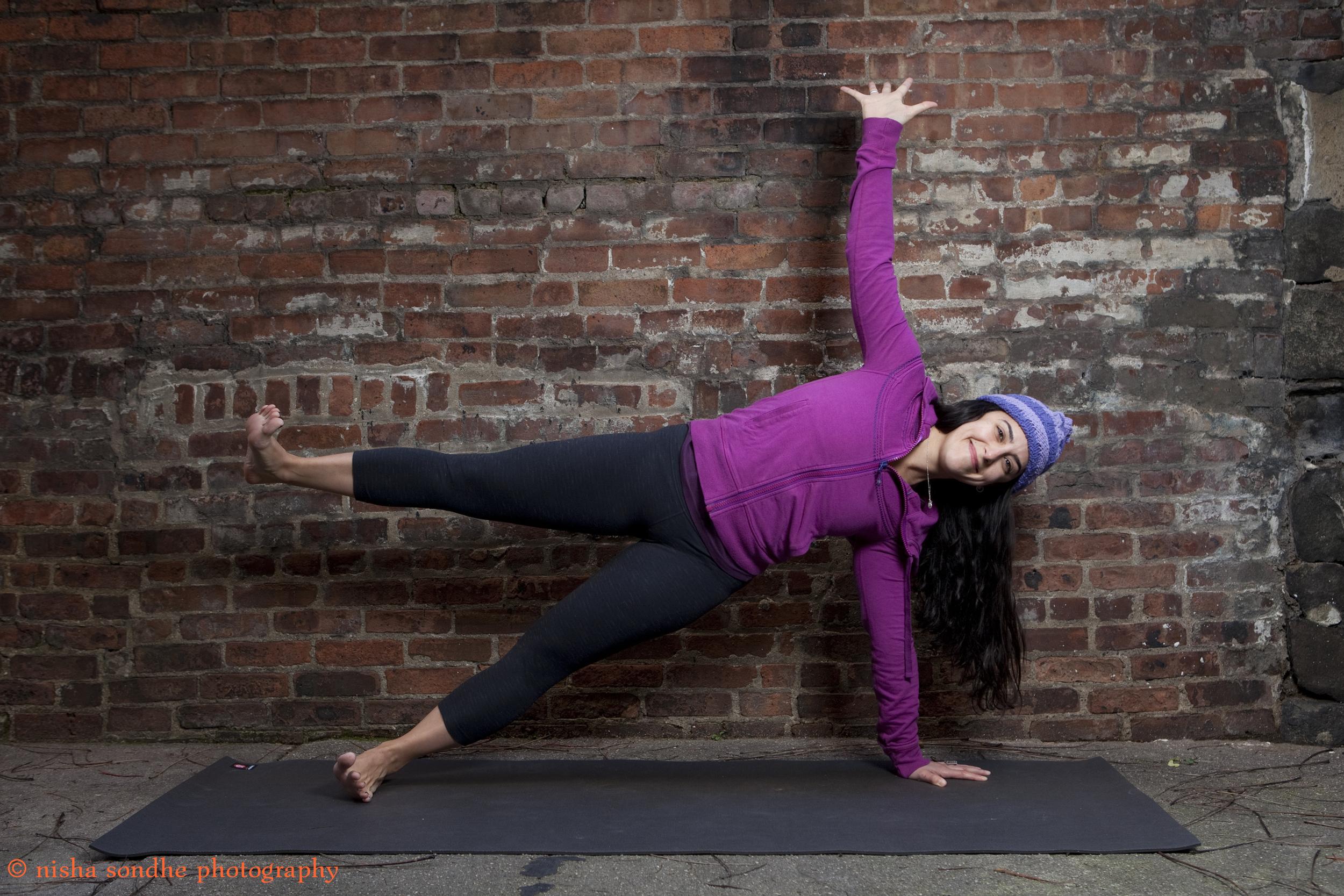 Julia Hats Side Plank