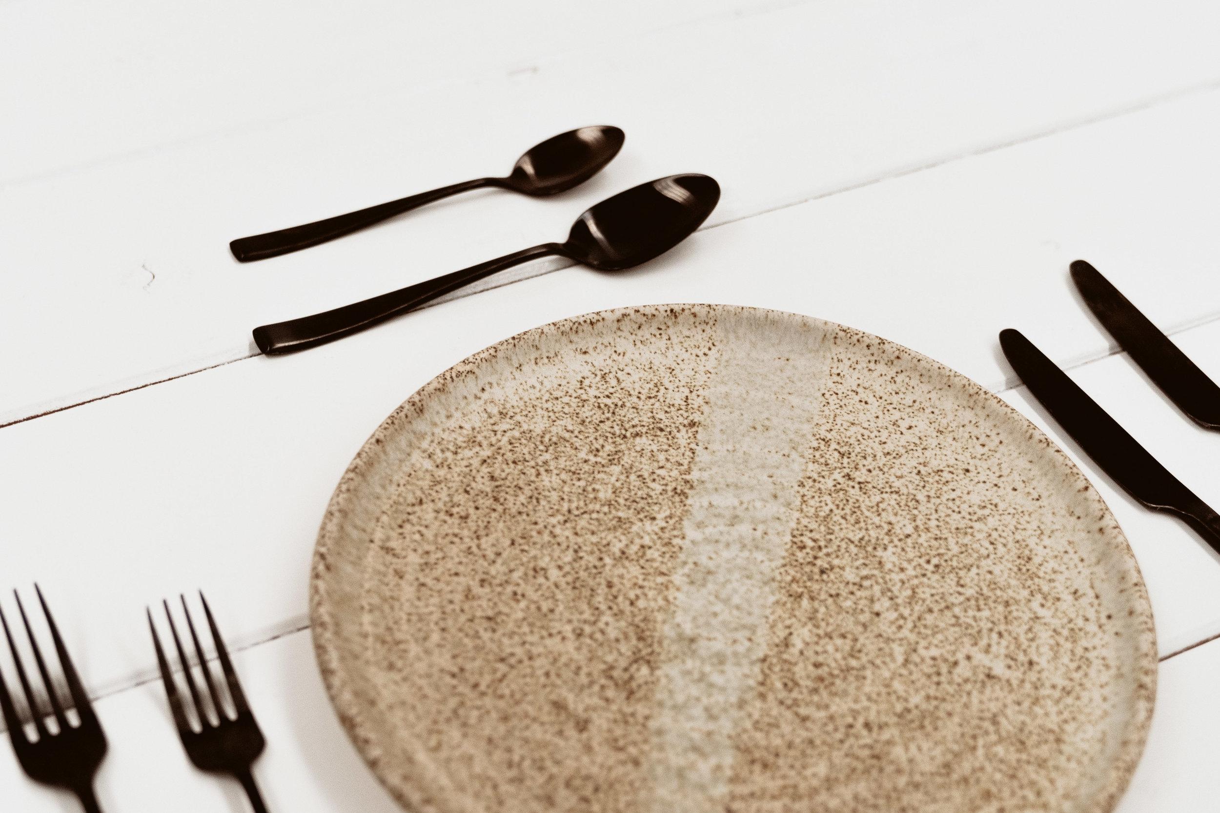 Wedding Hire, Tableware, Ceramic Dinner Plates.