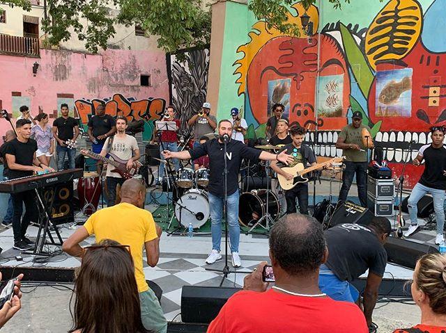 #Havana's #biennial is underway! Alain Pérez playing now in Parque La Ceiba, @sanisidroda. Errybody's gettin' down! #bienialdelahabana
