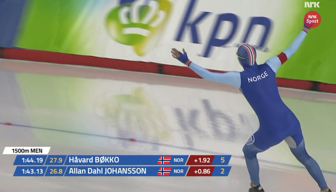 Allan jubler etter å ha passert mål på ny juniorverdensrekord. (Bilde fra NRK TV)