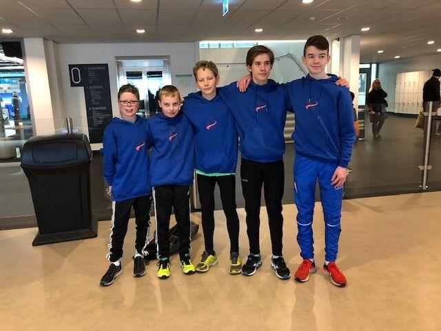 Fine Gutter på tur – Treningskompisene Eirik, Miika og Fredrik med venner og konkurrenter