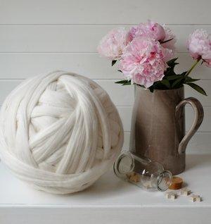 4kg Mushroom pink Mammoth® Giant Super Chunky Extreme Arm Knitting Big Yarn