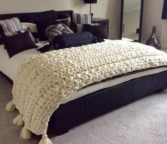 massive blanket extreme knitting yarn .jpg