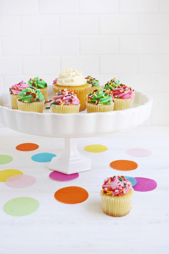 http://www.abeautifulmess.com/2015/06/5-temporary-cake-stand-ideas.html