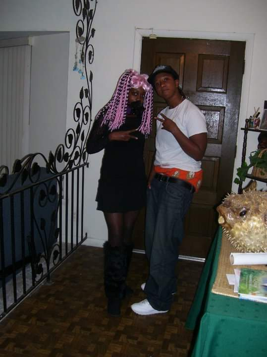 Halloween 2010.in Aunt Donna's house: I was a cyber-punk and Kameela was a gangster