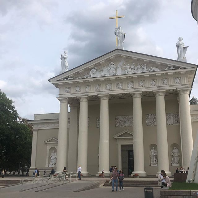 This week we visit Vilnius, Lithuania 🇱🇹. Not knowing what to expect we arrived to a rowdy city. A Lithuanian/Ukraine soccer match, Lithuanian cultural festival, fireworks, outdoor concerts, bars, stunning architecture came together for an interesting experience. If you like party cities there is a lot to offer here.