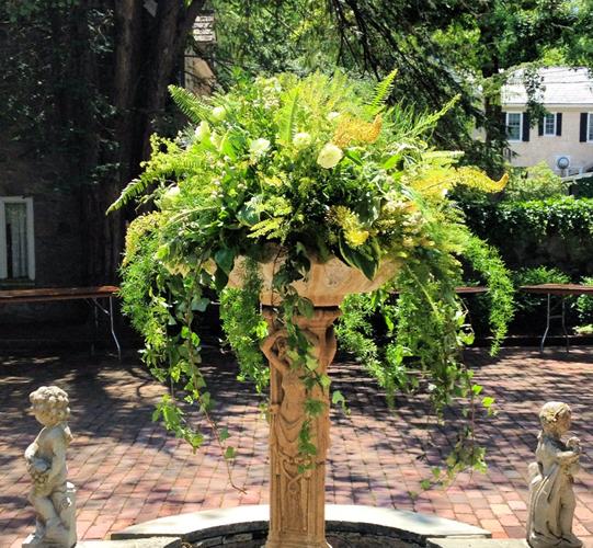 Sullivan-Owen-Philadelphia-Wedding-Florist-fountain-flowers
