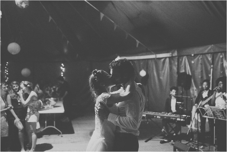 steven-bassilieaux-photographe-Mariage-bordeaux-dordogne-wedding-photographer-story telling-manege - caroussel - moulin de tocane - 219.jpg