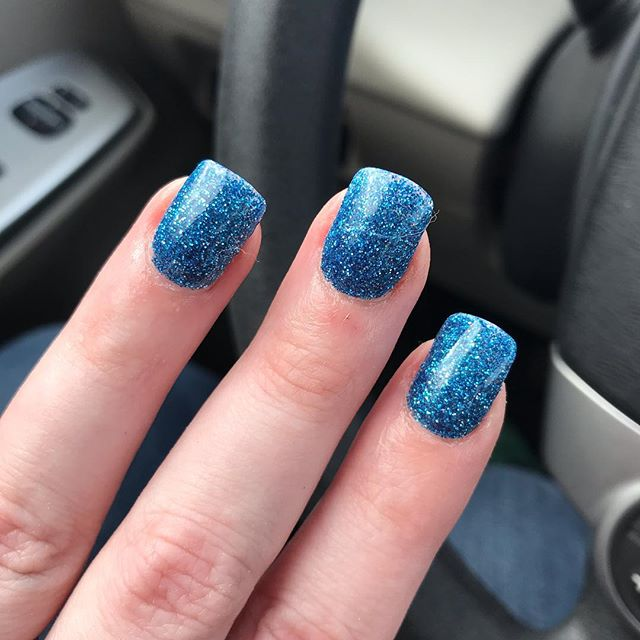 Release day manicure: woad-fire blue glitter. What's woad-fire you ask? Read the book! 😂😉❤️🦄 #kindleunlimited #kindleromance #heartofmagick #reverseharem #reverseharembooks #reverseharemromance #paranormalromance #paranormalromancebooks