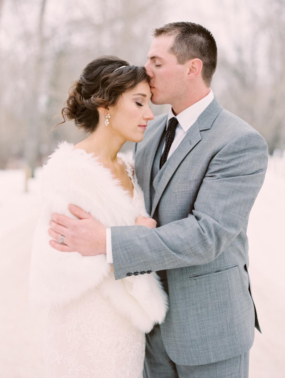 Winter wedding | Calgary wedding photographer | snowy weddings
