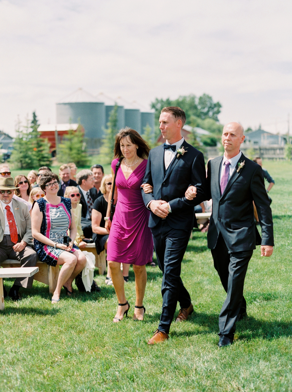 calgary wedding photographers | willow lane barn | barn wedding | alberta wedding photographer | fine art film photography