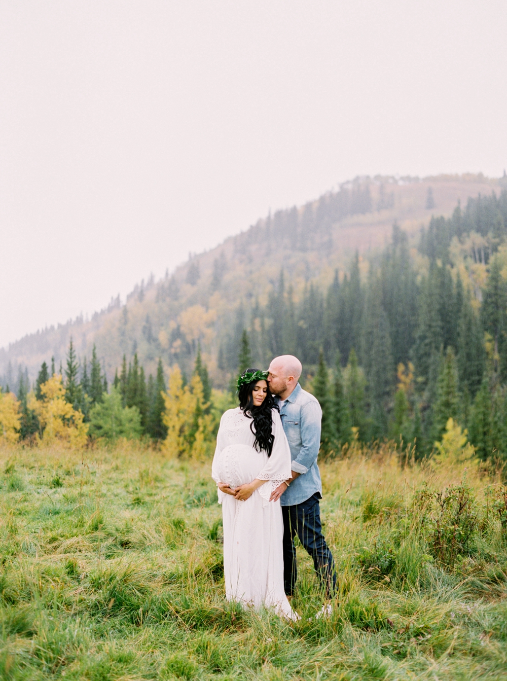 Calgary Maternity Photographers | Pregnancy Photography | Convey The Moment Blogger | Canmore Banff Maternity Session