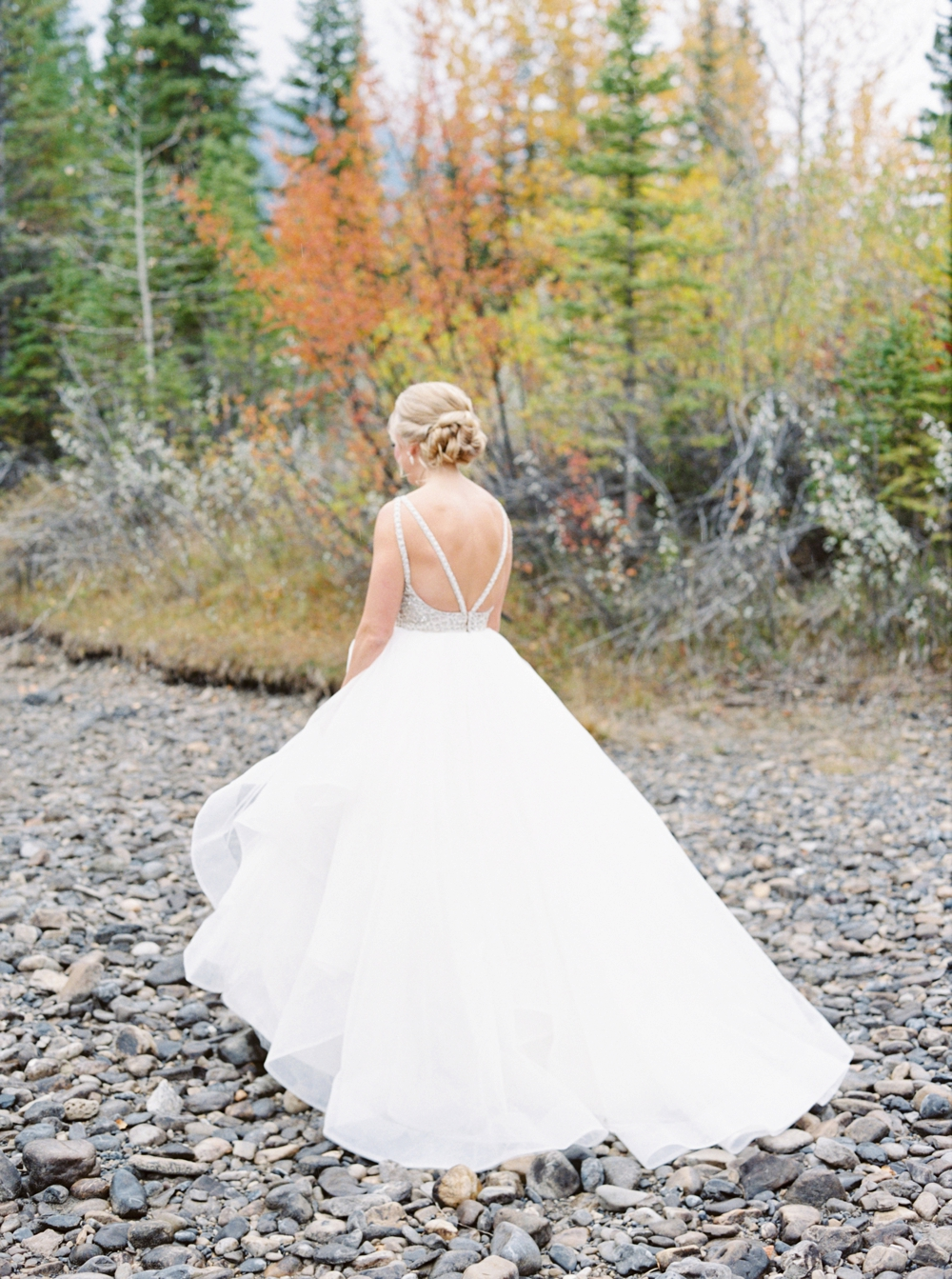 Calgary Wedding Photographers | Canmore Silvertip Resort Wedding | Outdoor Ceremony | California Rustic Boho Wedding