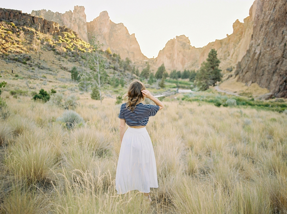 Oregon wedding photographers | bend south oregon smith rock state park | canadian fashion travel blogger | white flowy skirt outfits for fall