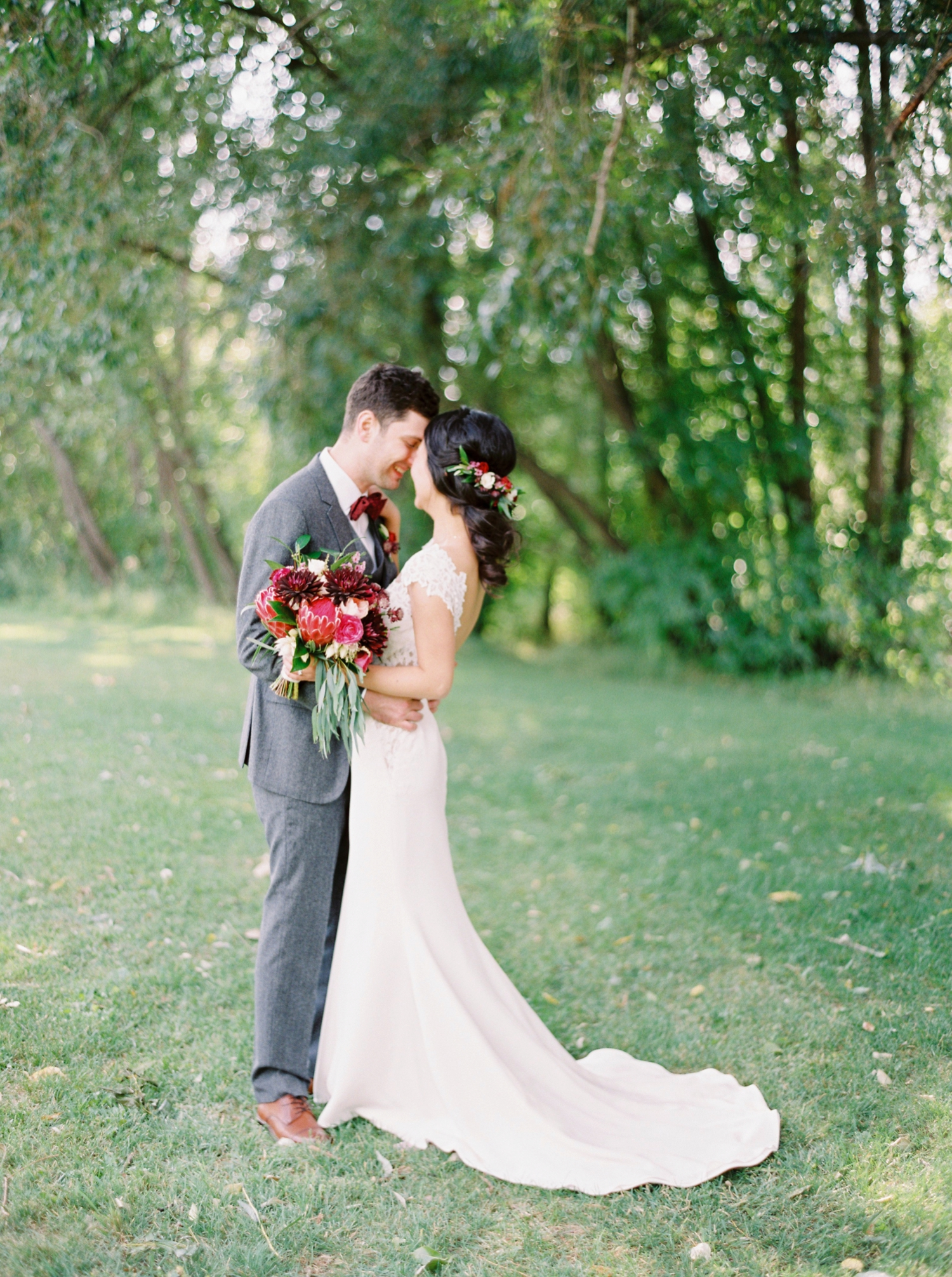 Calgary wedding photographer | fine art film photography | Calgary Wedding Photographers | Calgary couples photographer | Justine Milton Photography | outdoor photographer | couple kissing