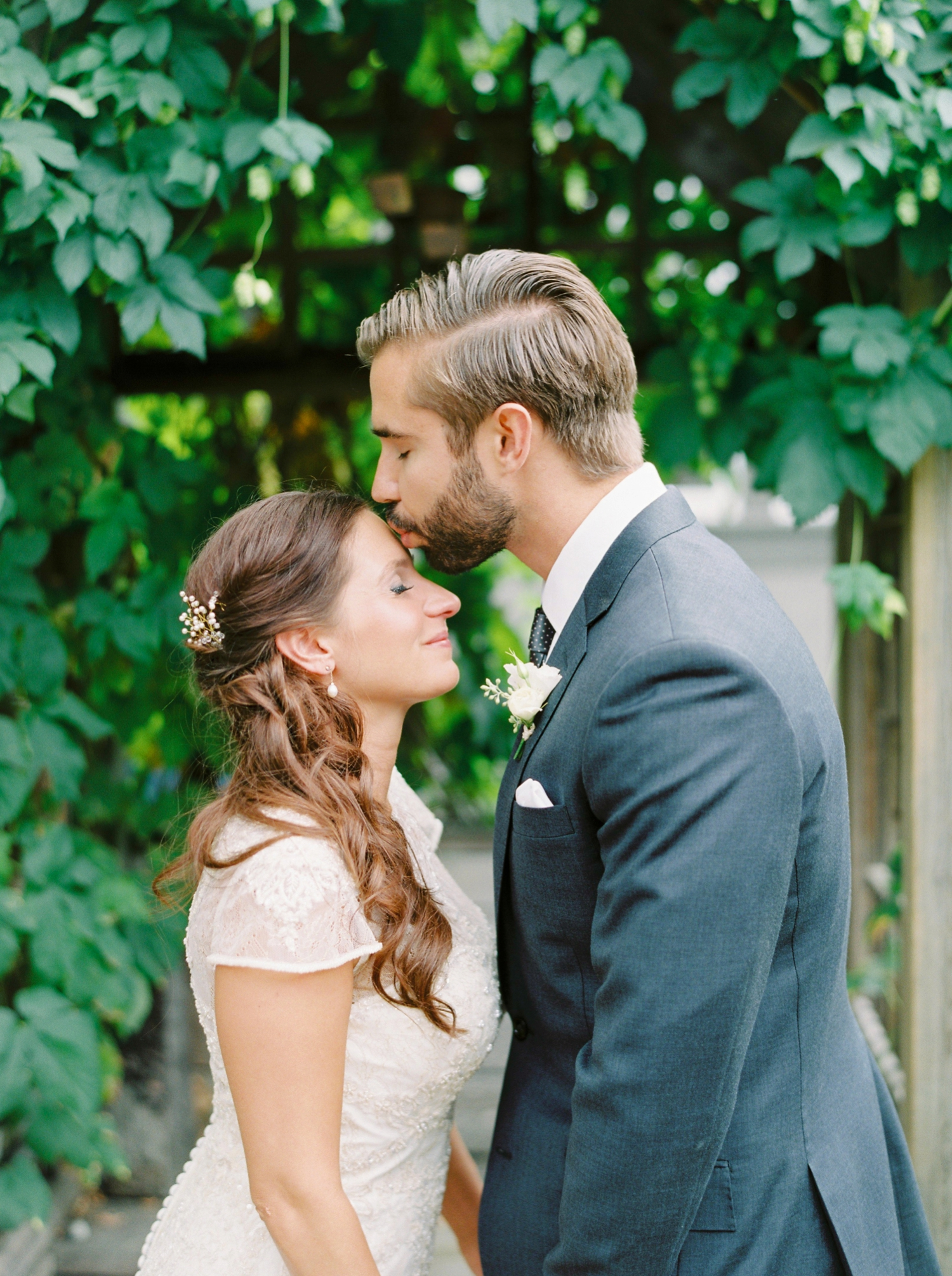 Calgary wedding photographers | fine art film | Justine Milton Photography | wedding inspiration | wedding dress | bride and groom portraits | couple kissing