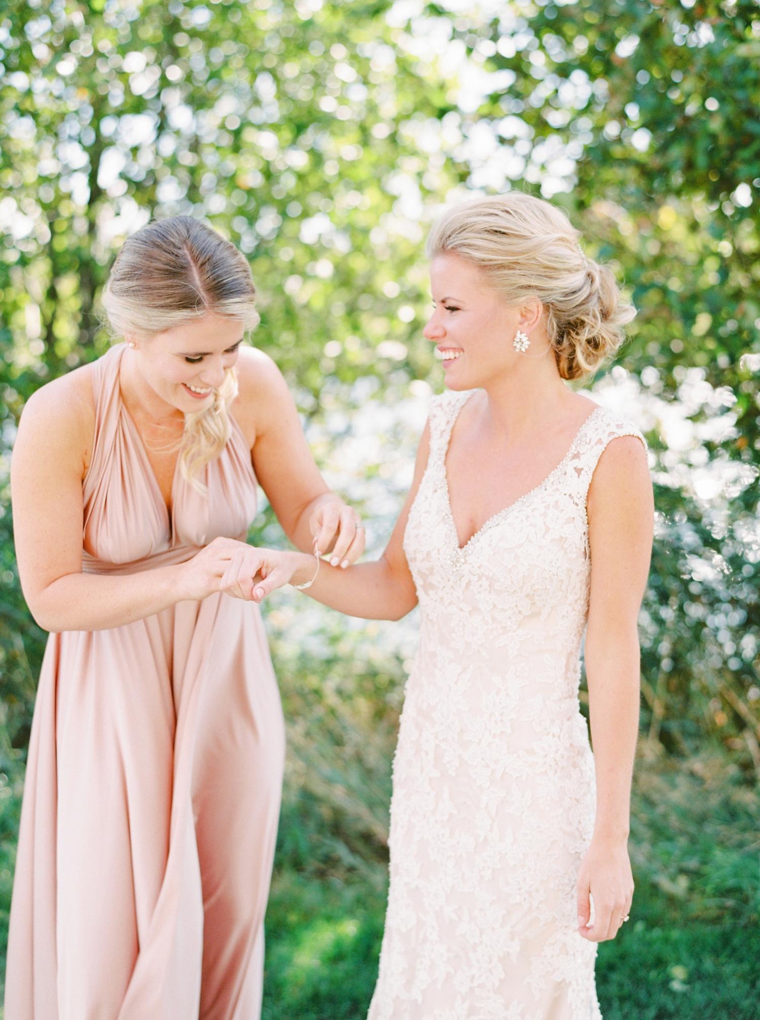 Calgary wedding photographers | oregon wedding photographers | fine art film | Justine Milton Photography | oregon wedding | bride getting redding | bride portraits