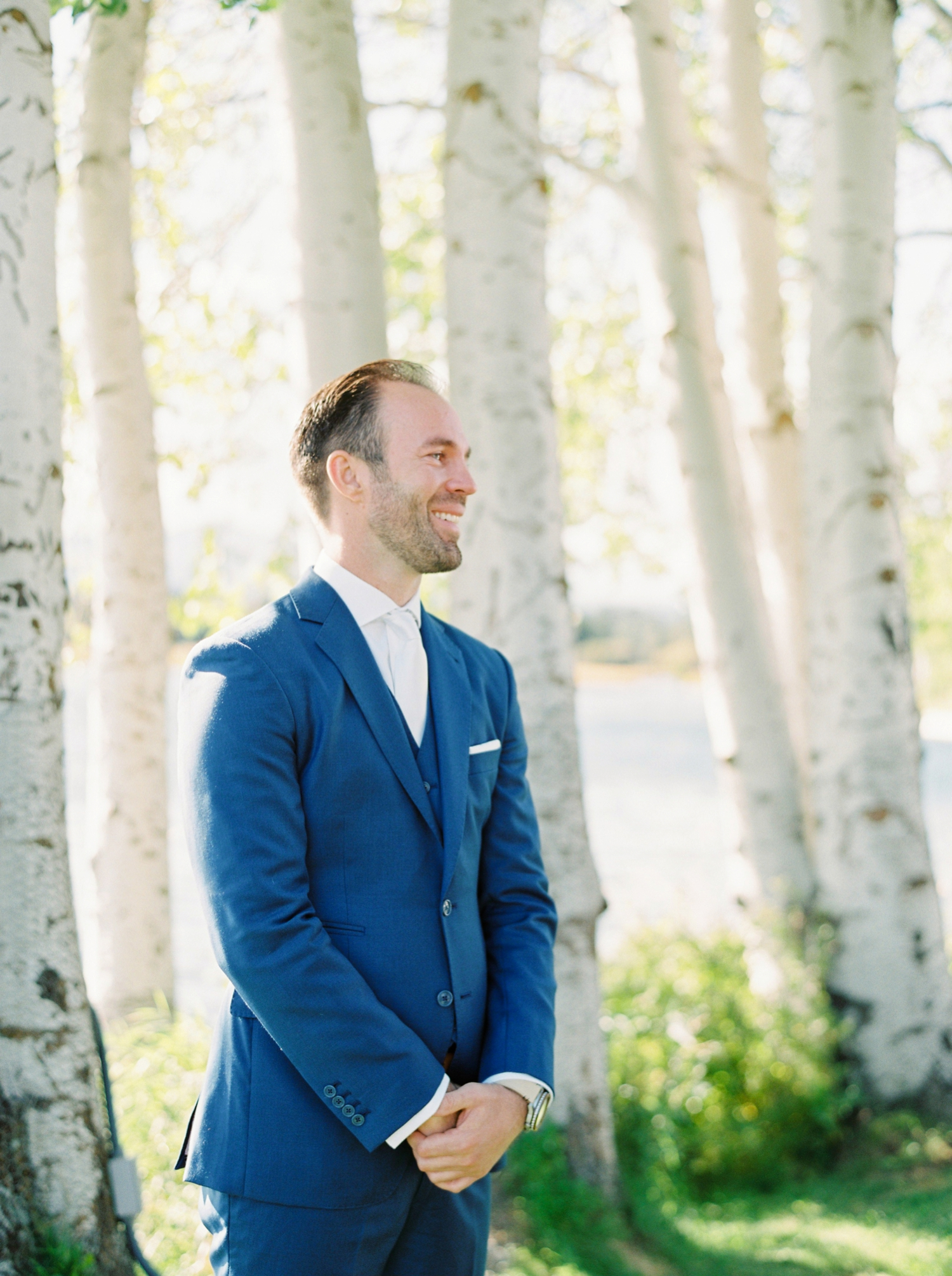 Calgary wedding photographers | oregon wedding photographers | fine art film | Justine Milton Photography | oregon wedding | wedding ceremony | grooms reaction