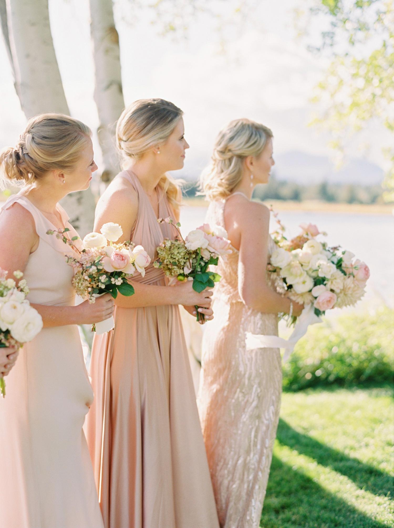 Calgary wedding photographers | oregon wedding photographers | fine art film | Justine Milton Photography | oregon wedding | wedding ceremony | bridesmaids | pastel bridesmaids dresses