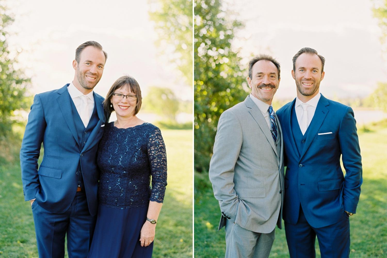 Calgary wedding photographers | oregon wedding photographers | fine art film | Justine Milton Photography | oregon wedding | groom portraits | family of the groom | pastel bouquet