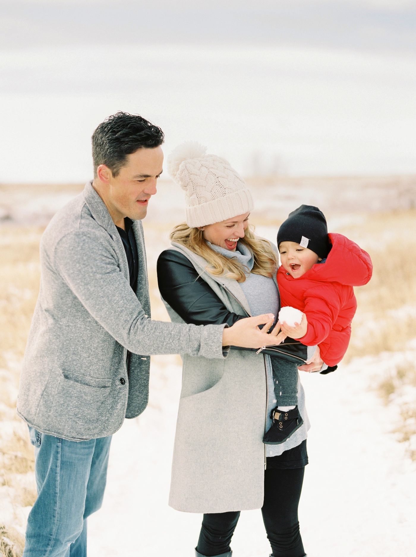 winter family photographers | calgary family mini sessions | Justine Milton Photography