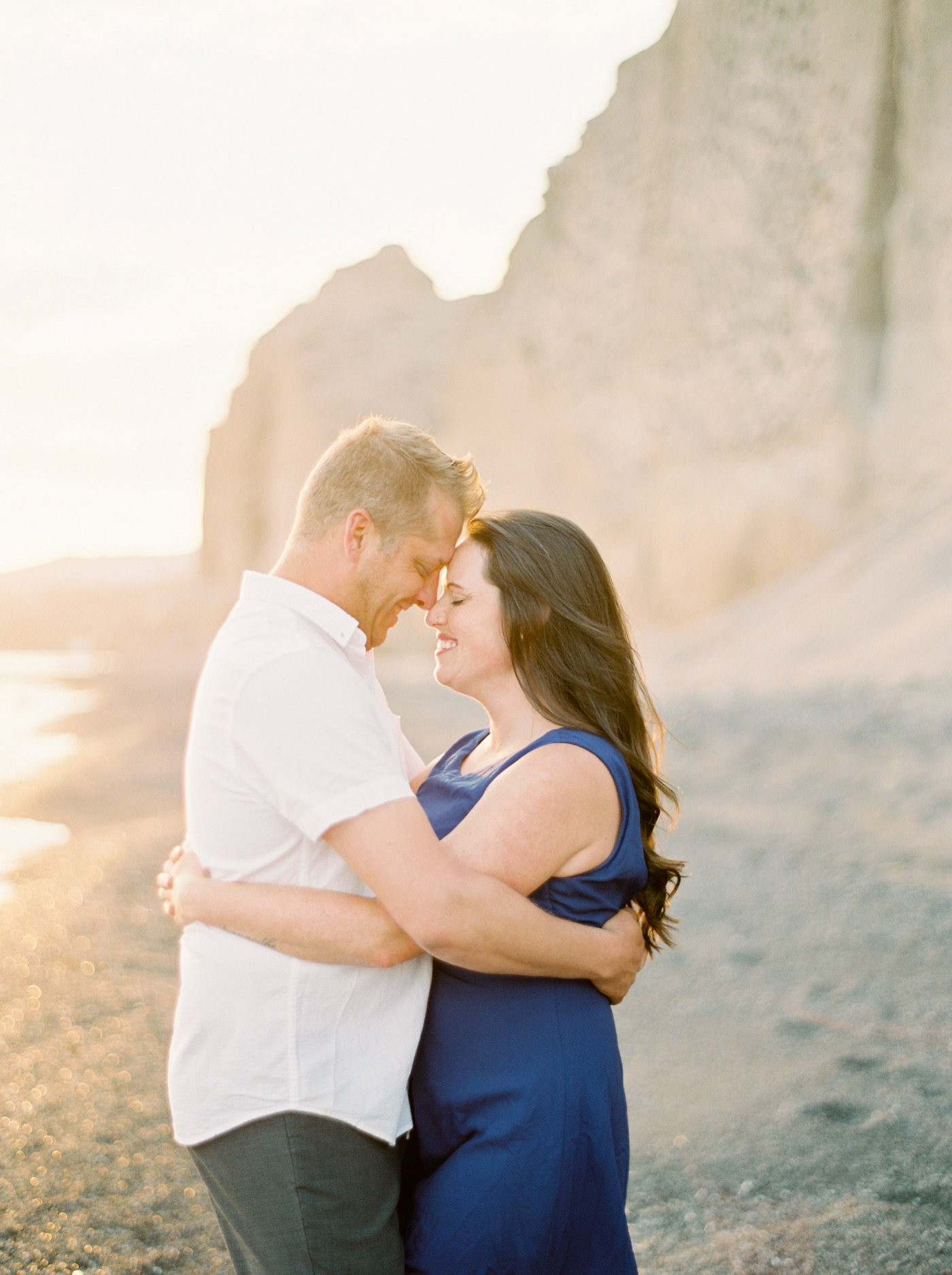 Santorini wedding photographer | beach couples session | engagement pre wedding session in santorini | justine milton fine art film photography
