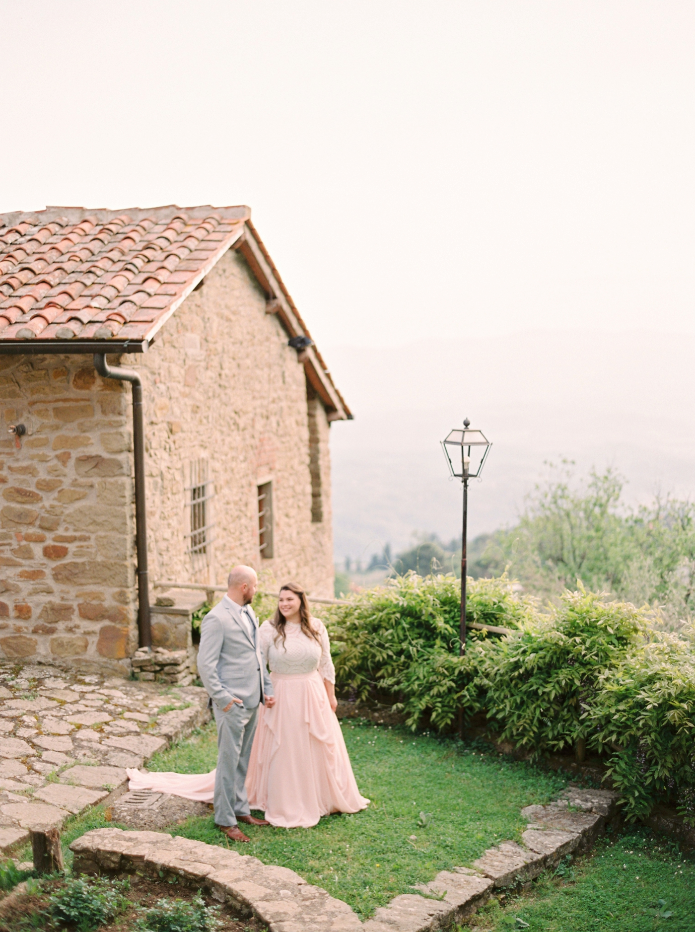 tuscany wedding photographers | bride and groom in a tuscan countryside | justine milton fine art film photographer