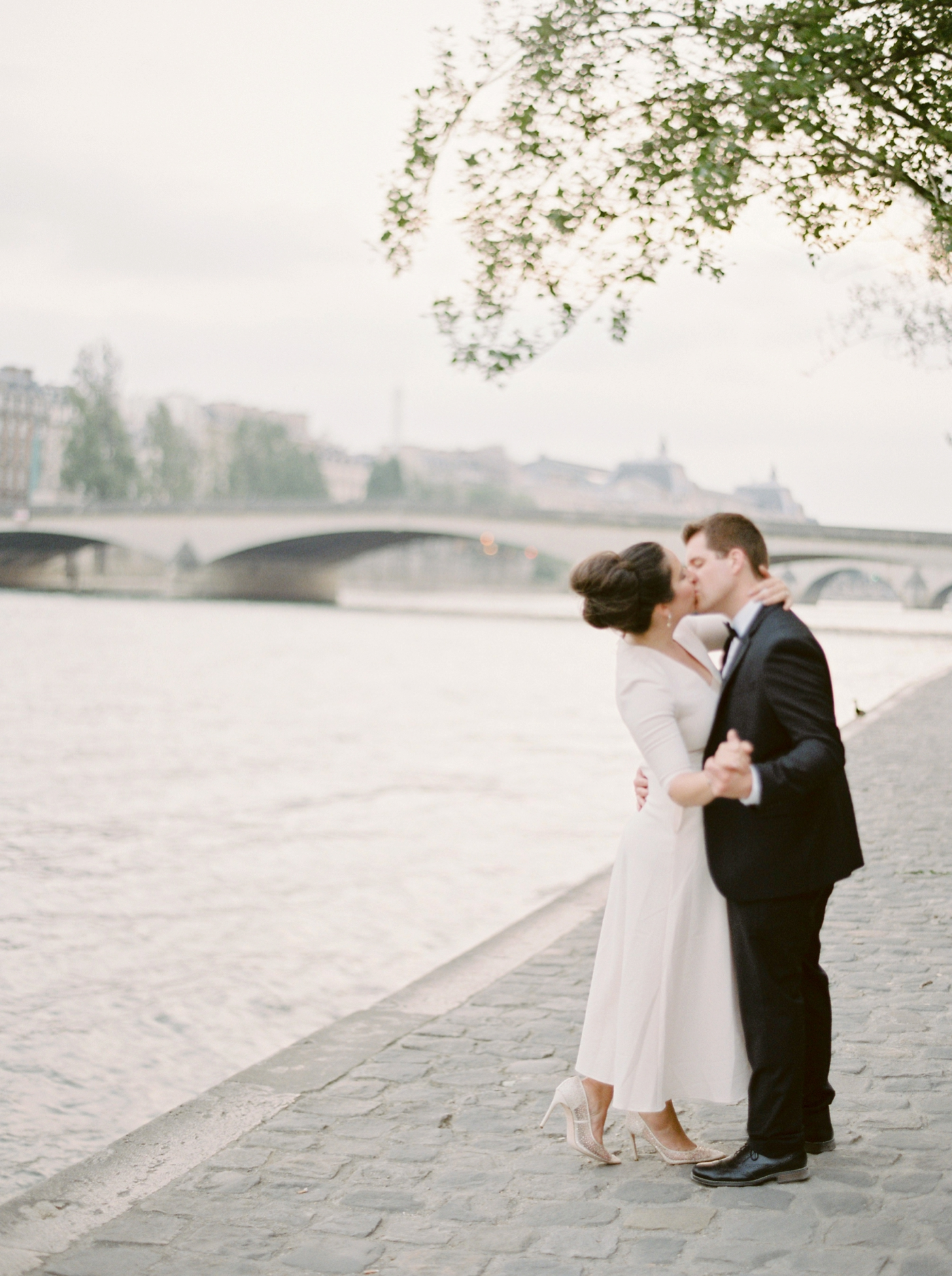 Paris weding photographers | pre wedding engagement session | fine art film photographer justine milton