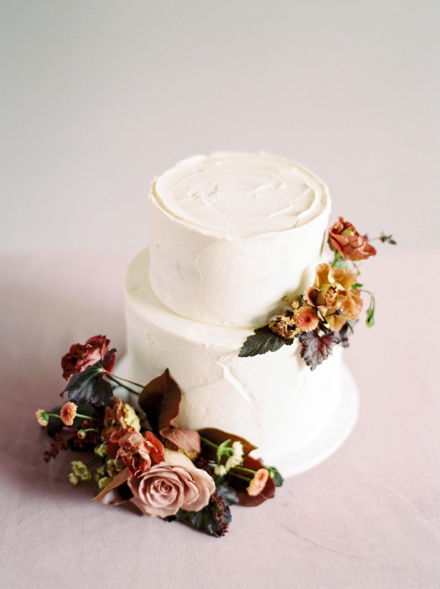 Stacey Foley Design Joy Wed Fine Art Series Photography Workshop | Banff wedding photographers | Rimrock resort wedding | wedding cake with floral topper