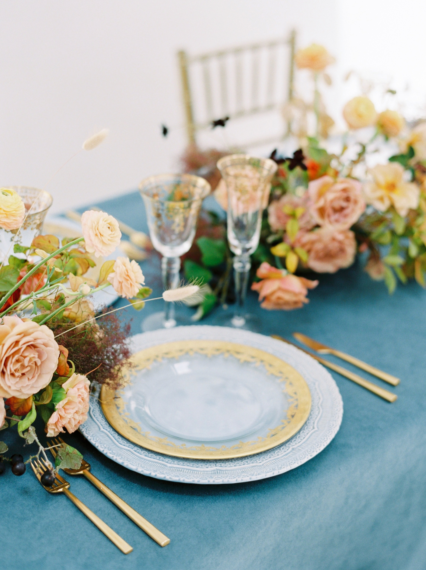 Dallas wedding photographers | wedding photography 1 on 1 workshop | fall wedding inspiration table decor | Justine milton film photographer