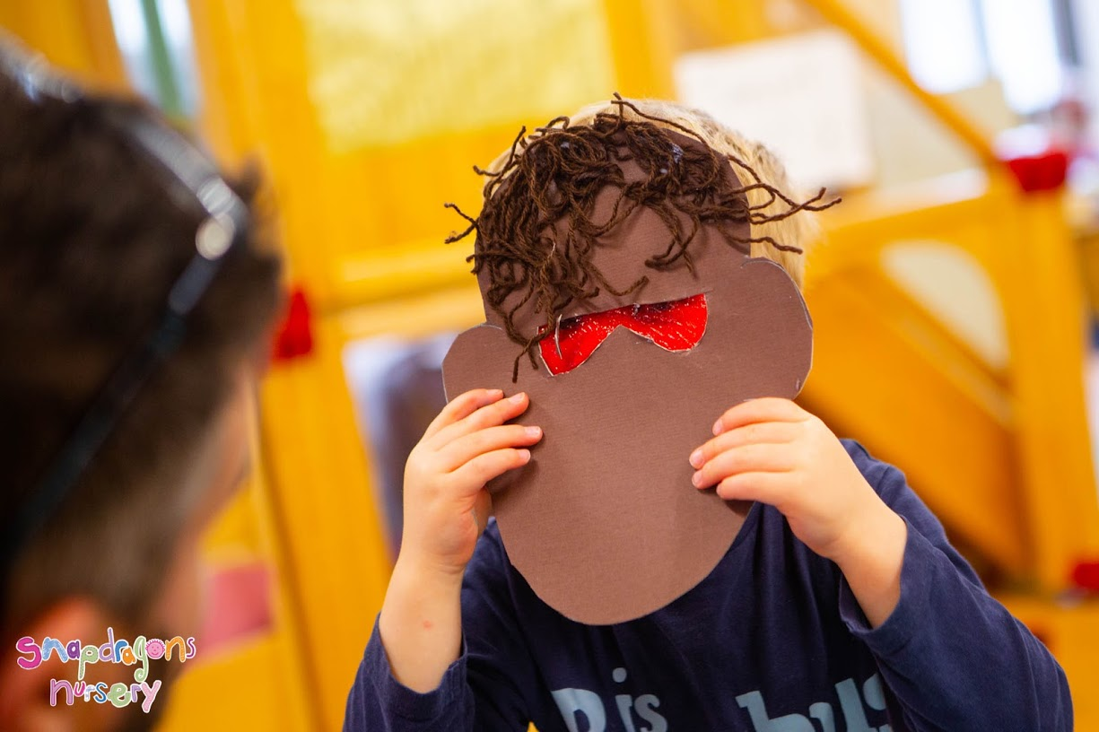 Goldilocks and the Three Bears - Following on from our story of the month Toddlers made big, medium and small bear masks.