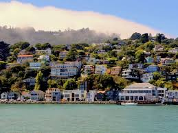 Afternoon Fog rolls over the hills of Sausalito Photo by www.westjetmagaazine.com