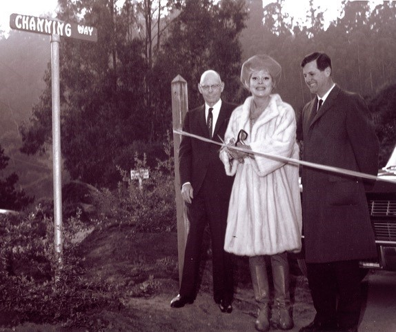 PHOTO COURTESY OF SAUSALITO HISTORICAL SOCIETY  George Elkington Sr., Carol Channing and Mayor Jan Dylt officiate at dedication of Channing Way.