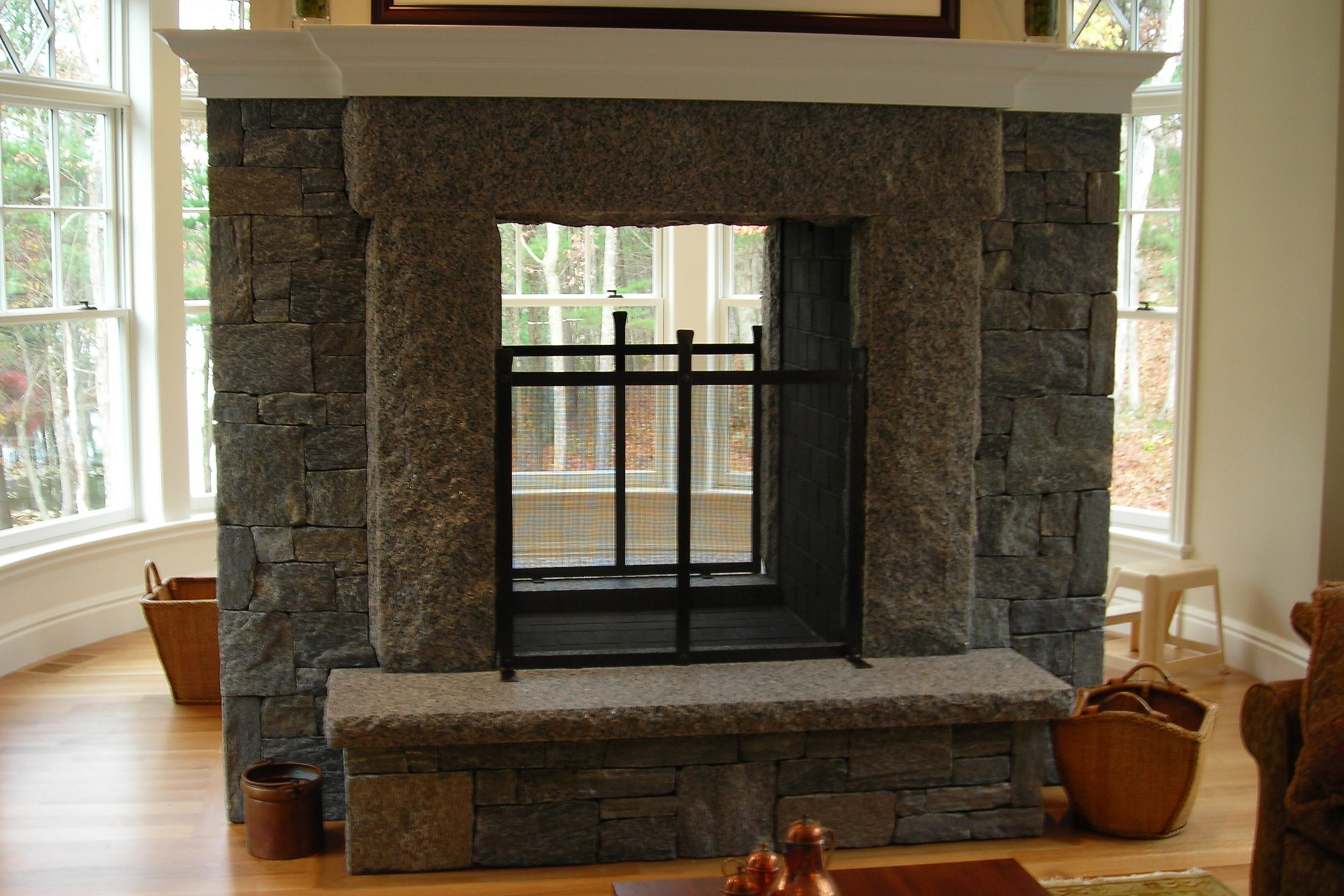 Two-Sided Fireplace with Two Free-Standing Firescreens