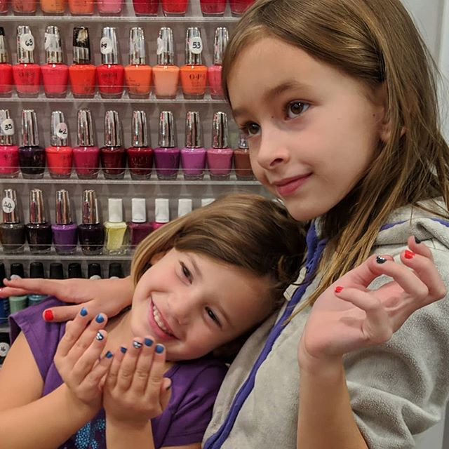 Future nailfluencers? Thanks for the super-fun party @runningfoxnj! #lidsmcgids #ceciliaisimpressed