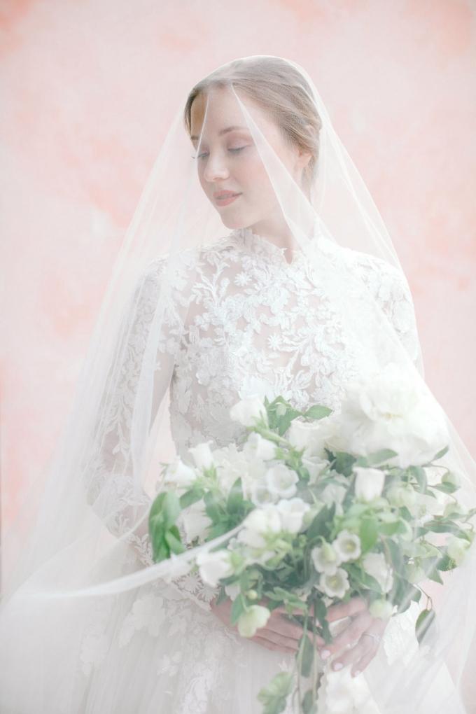 romantic-spring-bridal-inspiration-white and green bouquet-WIld Fleurette- Richmond Virginia Wedding florist-07-680x1020.jpg