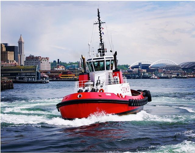 M/V Chief doing donuts downtown in Elliot bay. The 4800 hp tug makes good use of her Voith-Schneider drive for superior control, power, and maneuverability. 📷: Adam Beba  #marineengineering #marineengineer #marine #navalarchitecture #tug #tuglife #tugboat #crowley #crowleymaritime #gpadesigns