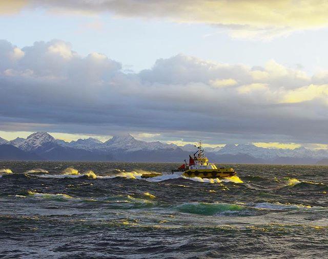 M/V Alert beating against current and wind. 📷: @captainbeebs #marineenginsering #boat #shipdesign #ship #tugboat #crowley #gpadesigns #alaska