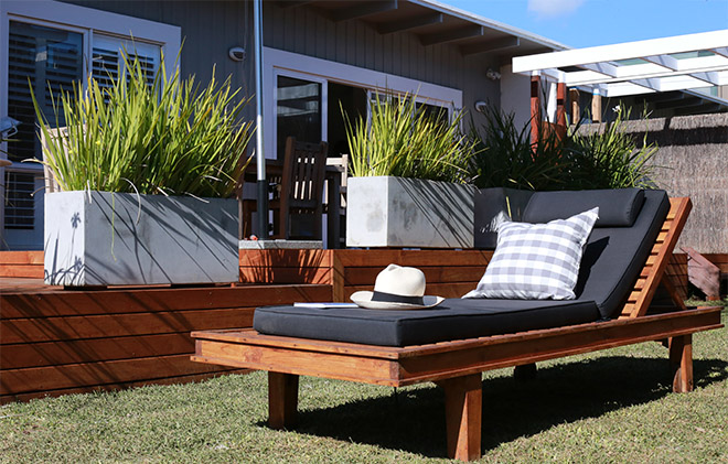 outdoor lounge close up.jpg