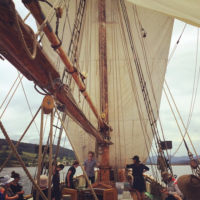 Hoisting the main sail! Today we went a sailin #yukontours #theyukon #franklin #sundaysailing #TheRiversTable #pantreeproducecatering