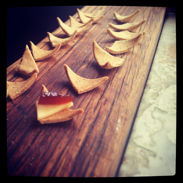 Poppy seeded cracker with smoked apple paste and ashgrove vintage cheddar. #canape #pantreeproducecatering #rosemaryflower