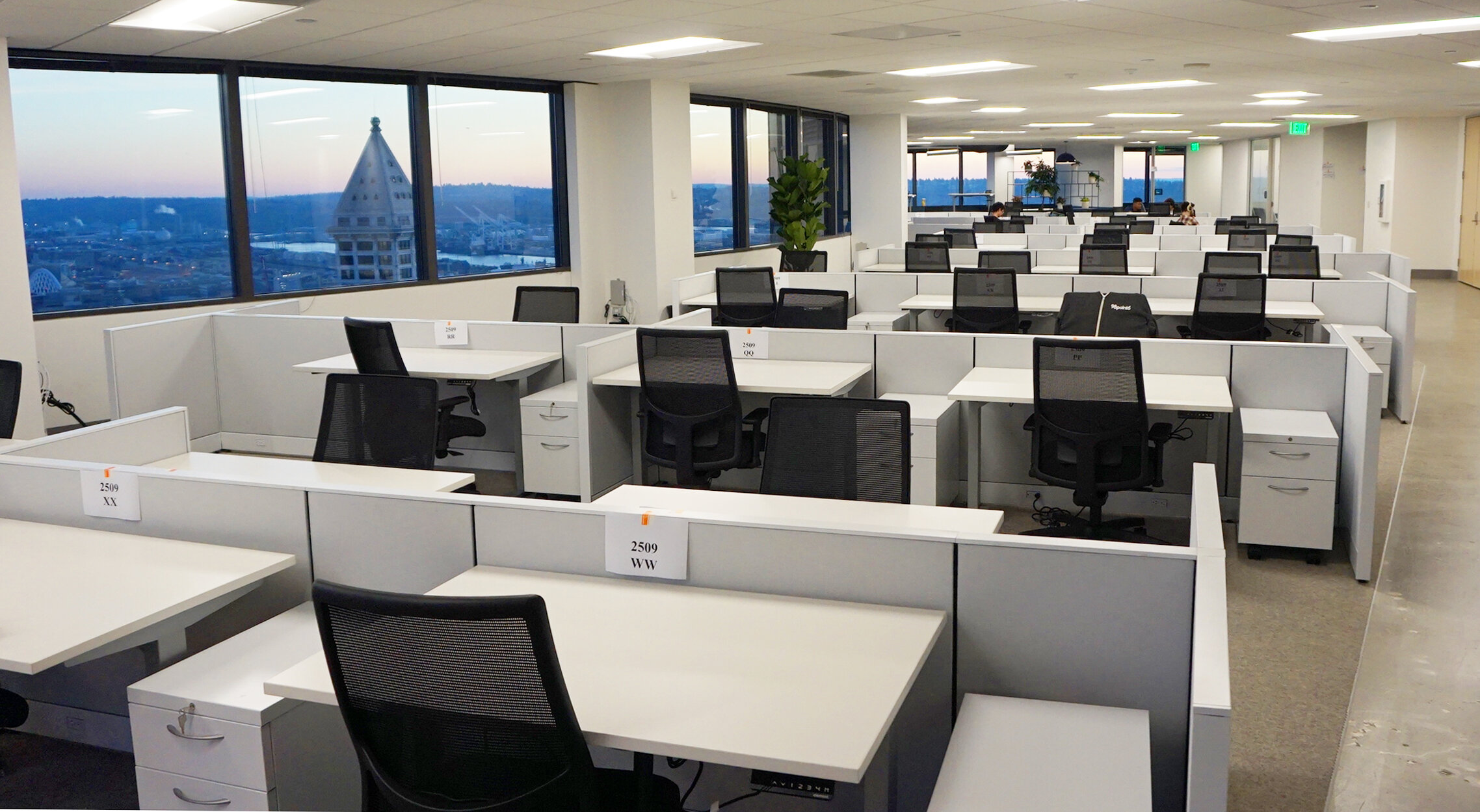 HON Accelerate Panels with Element Sit to Stand Desks