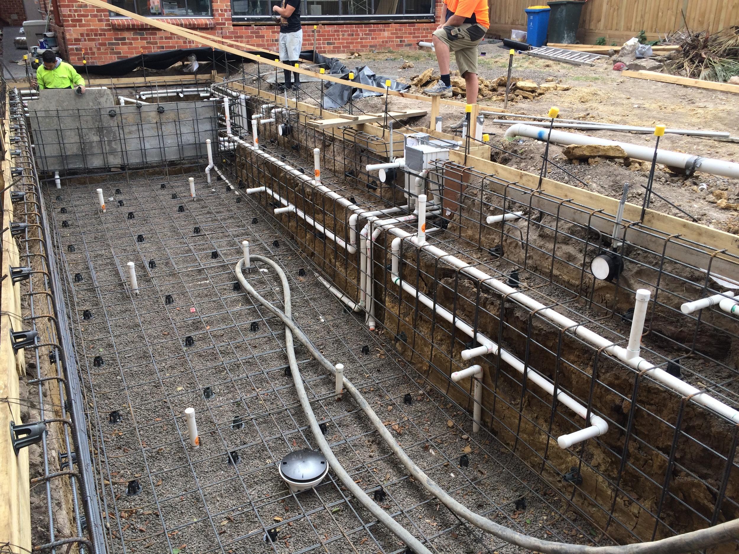 Utah swimming pool builders : Platinum Landscape & Pools.