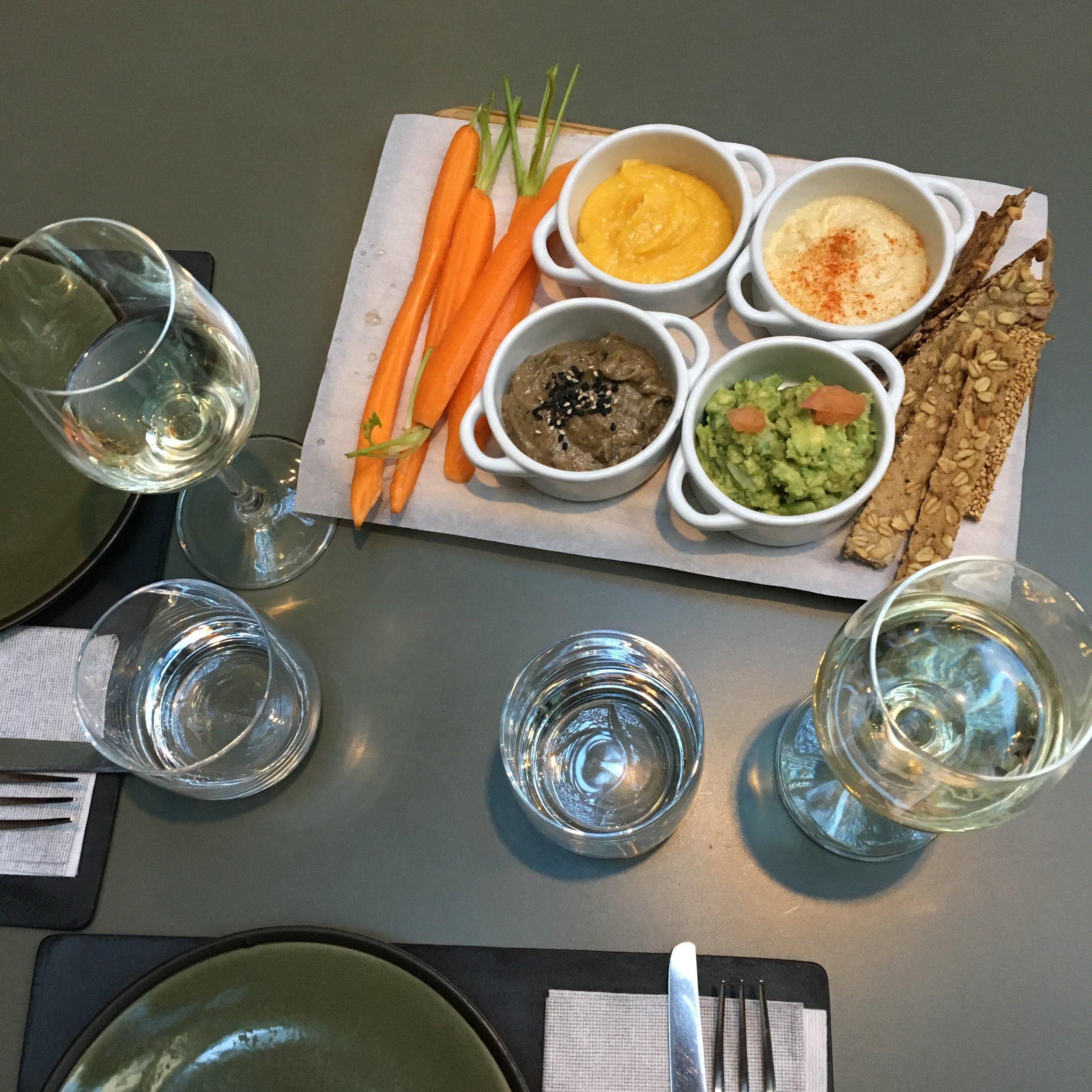 Mordisco in Barcelona. Hummus, Guacamole, Eggplant and more delicious dips!